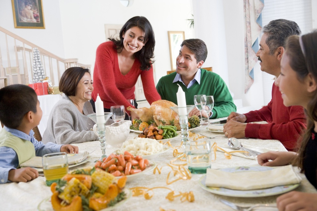 http://cdn-media-2.lifehack.org/wp-content/files/2014/12/family-dinner_small1